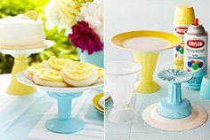 Hazlo tú mismo!  Crea una hermosa base para pastel con un poco de pintura y pegamento.