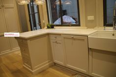 The kitchen island is a significant part of the kitchen design of this custom made kitchen in Amsterdam. This is an L shaped island, special attention was given to the drawers on the side of the island.