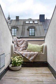 Los que vivimos en el mediterráneo tenemos mucha suerte. El buen tiempo nos permite disfrutar de nuestras terrazas prácticamente todo el año, incluso en otoño. El clima influye en nuestra arquitectura por lo que la gran mayoría de los edificios de viviendas suelen incorporar balcones o terrazas en sus pisos. Como hemos comentado en alguna ocasión, …