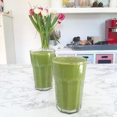 Starting this lovely day with a green spring smoothie. I've just uploaded another YouTube video on how to make it. The link is in my bio. Have a wonderful day!  Nichts ist besser als ein leckerer grüner Smoothie gleich nach dem Aufstehen. Wie ihr den ganz einfach zubereitet erfahrt ihr in meinem neuen YouTube Video. Der Link ist in meiner Bio. #breakfast #greensmoothie #spring by heavenlynnhealthy
