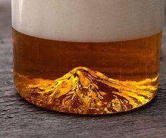 Commemorate the greatness of the Pacific Northwest by celebrating the two things it does best - beer and natural beauty - with the Mount Hood beer glass. This unique glass allows you to enjoy your favorite regional brew while taking in a majestic mountain view.