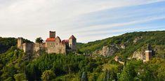 Burg Hardegg zu sehen von Wanderungen durch Niederösterreich Austria, Monument Valley, Mansions, House Styles, Nature, Travel, Outdoor, Snow Mountain, Road Trip Destinations