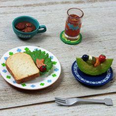 Steak Bacon /& Bread on Heart  Plates Dollhouse Miniatures 3.50 cm Food  Deco D
