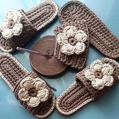 Original pattern Here: crochet Love Crochet, Beautiful Crochet, Diy Crochet, Crochet Crafts, Crochet Projects, Crochet Sandals, Knitted Slippers, Crochet Slippers, Crochet Flip Flops