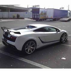 Lamborghini Gallardo parks how it wants!