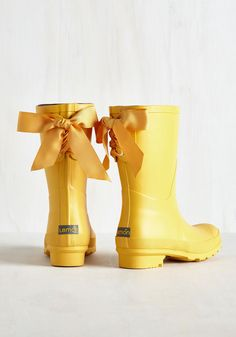 Can a little rain actually brighten your day? Of course, when you have these vibrant yellow rain boots at the ready! Combat puddles and clouds while clad in the flirty grosgrain ribbons, fuzzy removable insoles, and treaded bottoms of this rubber pair - they even stay cute long after the storm has passed!