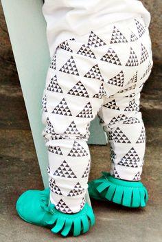 house of mia: cotton black + white multi-triangle cuffed leggings
