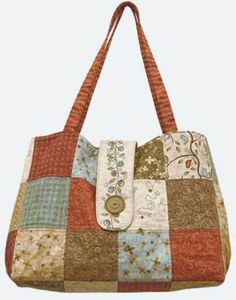 Sewing Patterns This roomy patchwork bag is fat quarter friendly and quick and easy to make. - This roomy patchwork bag is fat quarter friendly and quick and easy to make. Sew it up using your favorite fat quarters or coordinating fabrics. Handbag Patterns, Bag Patterns To Sew, Sewing Patterns Free, Free Sewing, Quilting Patterns, Patchwork Patterns, Sewing Diy, Quilted Purse Patterns, Sewing Jeans