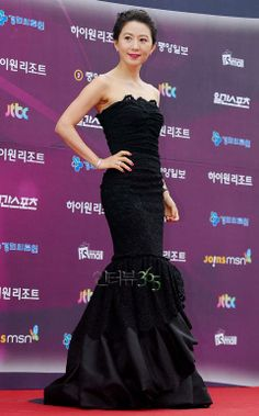 Kim Hee Ae won the Best Actress in the cable hit TV Drama, A Wife's Creditials @ 2013 Baeksang Arts Awards Long Gown Dress, Strapless Dress Formal, Formal Dresses, New Actors, Actors & Actresses, Kim Min Hee, Lee Bo Young, Bridal Mask, Kim Sang