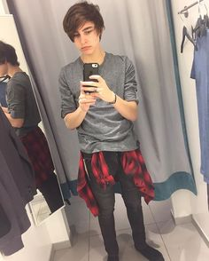 Quick! Do you guys like this outfit? colby_brock instagram