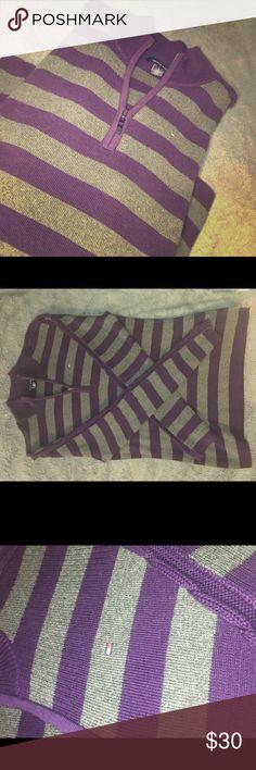✨ Tommy Hilfiger Sweater ✨ • s o  c u t e • l i k e  n e w  • s i z e  m e d i u m  • a  m u s t  h a v e  💕t h a n k  y o u  l o v e s💕 💕f o r  y o u r  b u s i n e s s💕 Tommy Hilfiger Sweaters