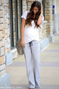 This look prove that you don't need to dress up to look great while pregnant! Cozy sweats and a white tee paired with a smile = FAB