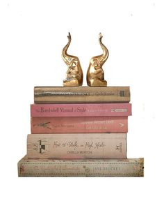 Pair Brass Elephant Bookends ~ Vintage Trunk Up Sitting Elephants Mighty duo with their trunks up.ready to bring good luck, protection and good feng shui ♥ Each measures: x x Both in very good condition with normal age patina and lots of shine! Elephant Home Decor, Vintage Trunks, Vintage Elephant, Make Arrangements, Elephants, Feng Shui, Crates, Bookends, Vintage Items