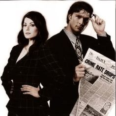 Smallville Lois and Clark. Erica Durance. Tom Welling. * <3 Love it! it's the little things in life that count... :P