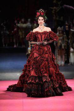 Iris van Herpen Fall 2019 Couture Fashion Show Dolce & Gabbana Stage Alta Moda Aria to Opera at La Haute Couture Paris, Couture Mode, Haute Couture Style, Haute Couture Dresses, Dolce & Gabbana, Dolce And Gabbana Dresses, Runway Fashion, High Fashion, Fashion Show