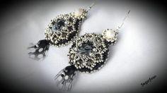 Tollas gyöngyhímzett fülbevaló (sugarfono) - Meska.hu Beaded Embroidery, Crochet Earrings, Beads, Handmade, Jewelry, Fashion, Beading, Moda, Hand Made