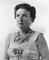 Koningin Juliana was van 6 September 1948 tot 30 April 1980 koningin van Nederland. Zij heeft de troon overgenomen van haar moeder koningin Wilhelmina en later afgestaan aan haar dochter prinses Beatrix onze huidige koningin. Koningin Juliana had een grote sociale bewogenheid en was een ongeknutselde persoonlijkheid wat haar de sympathie van de bevolking opleverde.