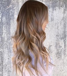 Stunning low maintenance blonde by @hairbytaylormoses.🙌🏼 #lajollalocals #sandiegoconnection #sdlocals - posted by San Diego Hair Salon  https://www.instagram.com/headlinesthesalon. See more post on La Jolla at http://LaJollaLocals.com