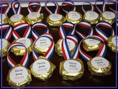 {Creative Treats} Wrap cookies like Olympic medals as a fun way to celebrate a field day event, the Olympic games or for a sports-themed birthday party! Fun favor for guests Kids Olympics, Winter Olympics, Birthday Celebration, Birthday Parties, Birthday Gifts, Teacher Birthday, Olympic Idea, Olympic Games, Olympic Gymnastics