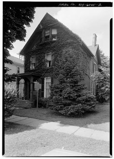 Susan B. Anthony House in 1967 The Susan B. Anthony House in Rochester was declared a National Historic Landmark in 1966 and was operated as a museum Today In History, Us History, Women In History, Black History, American History, Elizabeth Cady Stanton, Rochester New York, Famous Places, Historical Photos