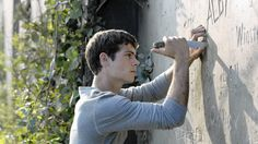 """Fox taps Social Rewards loyalty program to identify avid fans Sit through the two-minute YouTube trailer for 20th Century Fox's upcoming movie """"The Maze Runner,"""" earn 25 points. Post a link to the trailer on Twitter, earn 15 more points. Facebook? Same deal, 15 points. http://www.latimes.com/business/la-fi-social-rewards-20140708-story.html"""