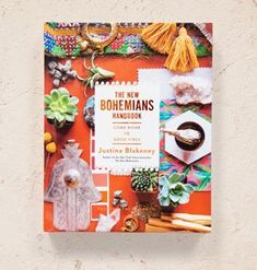 The New Bohemians Handbook: Come Home to Good Vibes. (Justina Blakeney - The Jungalow) Bohemian Interior, Bohemian Decor, Table Cafe, Justina Blakeney, Sr1, Bohemian Soul, Coffee Table Books, Good Vibes, Shabby Chic
