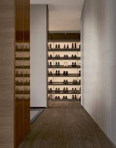 Ubik walk-in closet with wall mounted panels in latte mat lacquered Skin melamine, shoe shelves in cenere oak melamine.