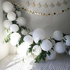 WEBSTA @ julscavanagh - Getting party ready  #balloongarland #balloons #poprocparties #partyprep #unicornparty #lovefromseventeen #harlowandgrey #partystyling