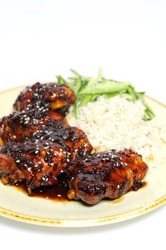 Indische kip met ketjapsaus (semur ajam) is een ideaal hoofdgerecht voor doordew… Indian chicken with ketjap sauce (semur ajam) is an ideal main course for weekdays with basmati rice and cucumber salad. I Love Food, Good Food, Yummy Food, Indian Food Recipes, Asian Recipes, Food Porn, Comida Latina, Healthy Slow Cooker, Comfort Food
