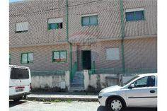 Apartamento T2 - Madalena Apartamento T2 situado na Madalena, perto da praia, em zona calma e próximo ao IC9. Cozinha ampla, dois quartos, casa de banho, sala e lugar de garagem. Excelente oportunidade para investidores.