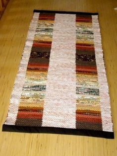 Rostiga mattan dubbelbindning Rag Rugs, Woven Rug, Colorful Fashion, Hand Weaving, Fabric, Inspiration, Ideas, Rugs, Loom Knitting