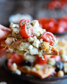 Loaded Greek Goddess Chickpea and Quinoa Pita Chip Nachos Yum! Or make GF pita chips myself. Lunch Snacks, Healthy Snacks, Healthy Eating, Party Snacks, Tapas Party, Antipasto, Vegetarian Recipes, Cooking Recipes, Healthy Recipes