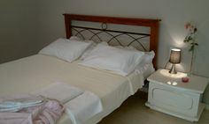 A nice double bedroom with lcd tv, large warbrobe wth mirrors and air conditiong.