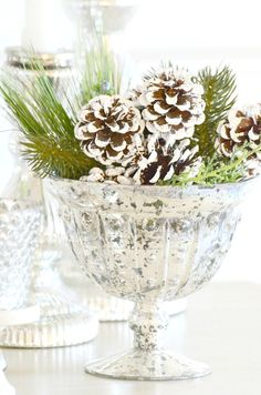 These 16 Christmas DIY Centerpieces Are So CUTE! I love how they all match so perfectly! Noel Christmas, Rustic Christmas, All Things Christmas, White Christmas, Vintage Christmas, Christmas Crafts, Christmas Ideas, Christmas Greenery, French Christmas Decor