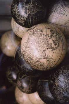 FleaingFrance Brocante Society Globes. Ty.
