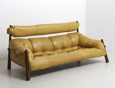 For sale: Leather sofa by Percival Lafer, Brazil Sofa Furniture, Sofa Chair, Furniture Design, Bali Decor, Sofa Upholstery, Modern Interior Design, Mid-century Modern, Couches, House Design