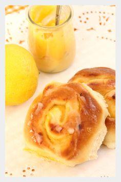 Lemon curd rolls  http://gesmack.blogspot.com.es/2015/01/lemon-curd-rolls.html