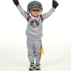 How to make this easy Rocket Man Halloween costume Holidays Halloween, Halloween Kids, Halloween Crafts, Halloween Party, Cute Halloween Costumes, Cool Costumes, Astronaut Costume, Cute Diys, Costume Dress
