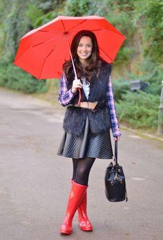 @martabarcelonastyle Gone Fishing, Long Boots, Rain Wear, Beautiful Legs, Hunter Boots, Fashion Boots, Rain Boots, Raincoat, Women Wear