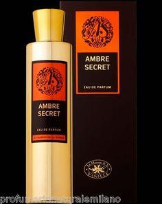 AMBRE SECRET    EAU DE PARFUM    100 ML SPRAY    Un accord parfumé oriental et boisé    délicatement enveloppé    dans un écrin d'or…    Un instinct rare où l'ambre    pur s'accorde avec les notes boisées    et chaudes du santal, du ciste    et de la vanille.    Cette nouvelle ligne, les Parfums d'Absolu, imaginée et créée par la Maison de la Vanille, est une sensuelle promenade Orientale qui met à l'honneur et magnifie 4 essences subtiles et voluptueuses de la parfumerie.