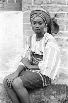 Yoruba woman wearing headtie of her own creation, Ife, Nigeria. Photo by Eliot Elisofon, ca. 1970.
