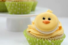 This baby chick. | Community Post: 30 Animal Cupcakes Too Cute To Eat
