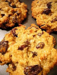 Ingredients: 3 mashed bananas (ripe), 1/3 cup apple sauce, 2 cups uncooked quick-cooking oats, 1/4 cup skim milk, 1/2 cup raisins (or any other dried fruit you wan