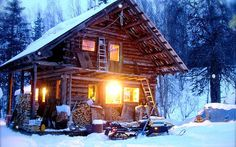 Use Indeed Decor's Designer Curated Cozy Cabin Holiday Gift Guide to find just the right rustic seasonal gifts for your lodge or cabin dwelling friends and family! Small Log Cabin, Little Cabin, Log Cabin Homes, Log Cabins, Snow Cabin, Winter Cabin, Cozy Cabin, Alaska Cabin, Timber House