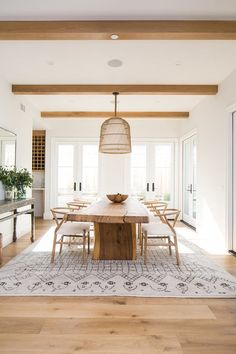 From contemporary light fixtures to distressed finishes, there's no denying that on-trend decor pairs beautifully with a warm aesthetic. But don't take our word for it, here are 10 modern #diningroom ideas that look decidedly #farmhouse.