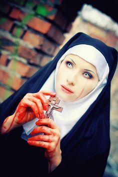 Nun Costume For Halloween Nun Costume, Creepy Costumes, Halloween Costumes, Halloween Ideas, Halloween 2015, Scary Halloween, Kiss Of Death, Spooky Scary, Scary Scarecrow