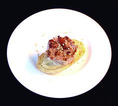 53. Hamburguesa de atún con mayonesa de soja.  Atún rojo, pan tostado, soja, aceite de oliva  Restaurante Carabí Del Limón, 2 Torrellano 965685477 #Elche #Elx #tapas #AETE #visitelche
