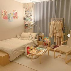 31 Admirable Small Apartment Bedroom Decor Ideas - It doesn't really matter how small your apartment is, you can always get a nice space with modern and unique decoration. In a small apartment decorati. Cozy Room, Study Room Decor, Room Inspiration Bedroom, Bedroom Design, Apartment Bedroom Decor, Bedroom Decor, Room Design Bedroom, Room Design, Room Decor