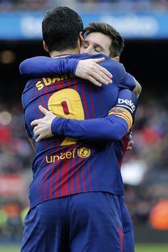 Barcelona's Uruguayan forward Luis Suarez celebrates a goal with Barcelona's Argentinian forward Lionel Messi (R) during the Spanish league football match FC Barcelona vs RC Celta de Vigo at the Camp Nou stadium in Barcelona on December 2, 2017. / AFP PHOTO / PAU BARRENA