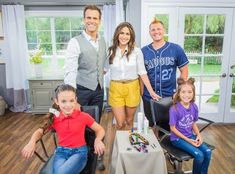 Beauty expert Ami Desai is sharing some fun and easy styles that are great for Spirit Week events! Home And Family Hallmark, Hallmark Channel, Simple Style, Diy Beauty, Cool Hairstyles, Spirit, Couple Photos, Fun, Inspiration